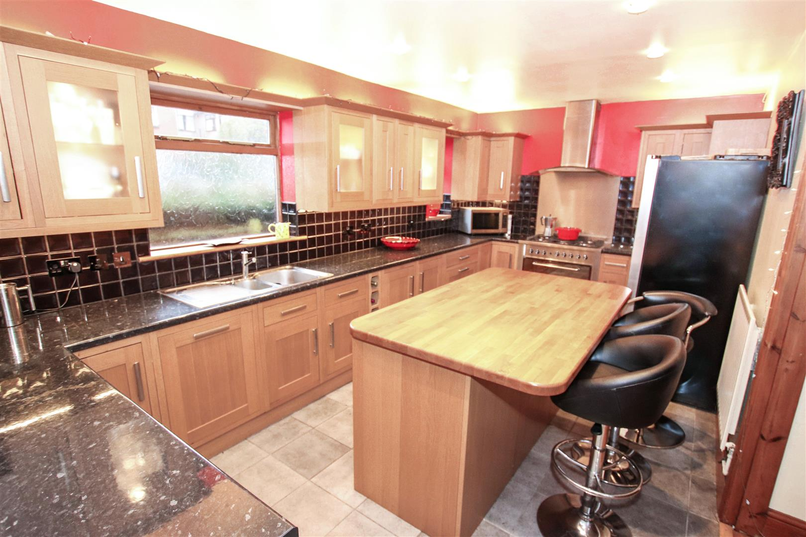 LUXURY FITTED KITCHEN / BREAKFAST ROOM
